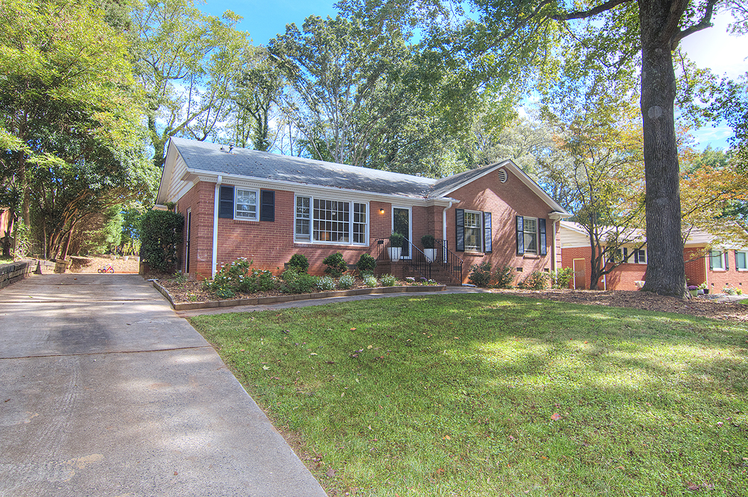 mid century brick ranch 2033 Edgewater Dr Sold