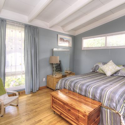 mid-century modern bedroom - exposed beam ceiling