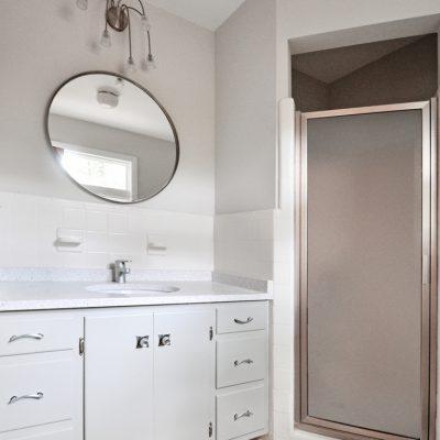 7101 Terrace Dr | mid century modern master bath