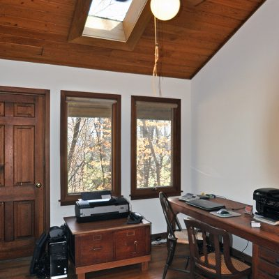 3625 Glenkirk Rd - Bedroom with balcony